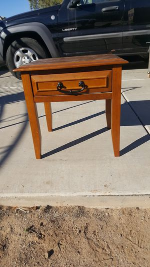Antique end table, small coffee table, nightstand for Sale in Phoenix, AZ