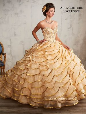 Brand new Gold quinceanera dress for Sale in McKinney, TX