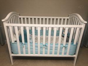 Graco crib with Mattress + changing table with pad for Sale in Wilsonville, OR