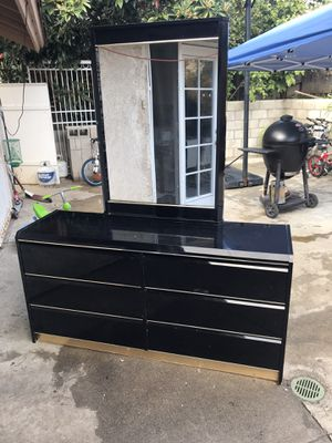 Dresser FREE for Sale in Industry, CA
