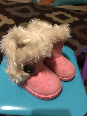 Pink Toddler Snow boots for Sale in Raeford, NC