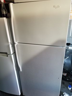 WHIRLPOOL TOP FREEZER for Sale in Santa Ana, CA