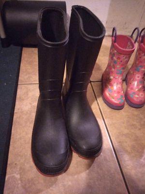 Rain boots/ botas para la lluvia for Sale in El Monte, CA