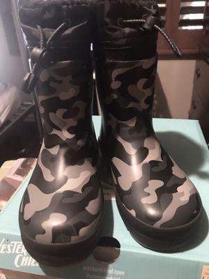 Rain snow waterproof kids boots size 11/12 for Sale in Bellflower, CA