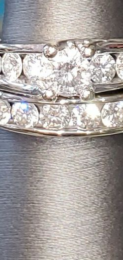 Engagement ring And Wedding Band. 2.25 Karrets Of Dimonds. for Sale in Overland,  MO