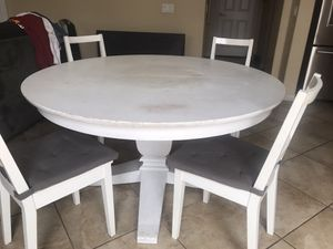 Wood round kitchen table for Sale in Corona, CA