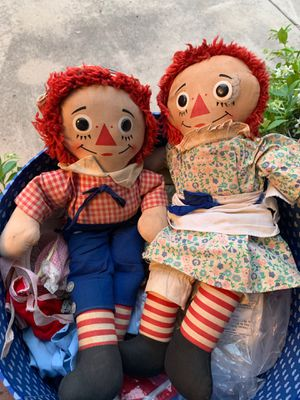 Vintage raggedy Ann and Andy dolls with clothes and a case for Sale in San Diego, CA
