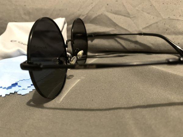 Round Black sunglasses