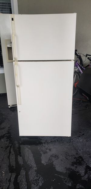 4.5 cubic feet refrigerator for Sale in Tampa, FL