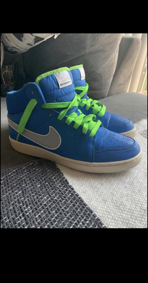 OLD MENS NIKE SHOES SIZE 8.5 for Sale in Cincinnati, OH