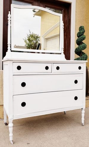 Gorgeous Shabby Chic 4 Drawer Dresser Chest Display Console Buffet Entry Table + Matching Mirror INCLUDED for Sale in Monterey Park, CA