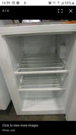 Magic Chef 3.0 cu.ft Upright Freezer in white for Sale in Mesa, AZ