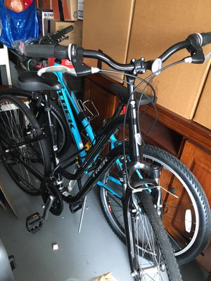 Pair of trek bikes and bike trailer for Sale in Springfield, VA