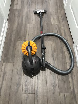 Dyson ball multi floor canister vacuum for Sale in Tamarac, FL