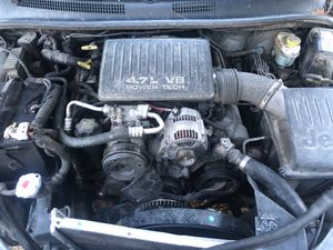 2000 4.7 liter Jeep Grand Cherokee for parts or complete $480 for the truck and with (clean NV title)Signed in hand for Sale in Las Vegas, NV