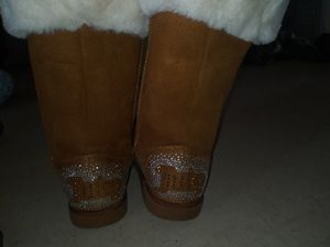 Juicy Couture. Uggs size 6 for Sale in Sacramento, CA