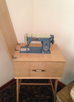 Singer sewing machine for Sale in New Kensington, PA