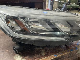 2015-2016 HONDA CRV RIGHT HEADLIGHT WITHOUT LED for Sale in Dallas,  TX