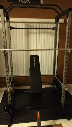 Fitness Reality Power Rack, bench presses, squats, pull-ups...has safety bars and pegs for weights for Sale in Kissimmee, FL