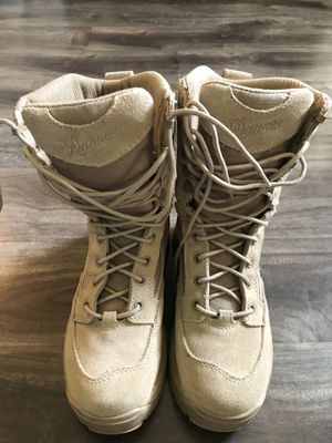 Tan women's boots size 7 for Sale in Tampa, FL
