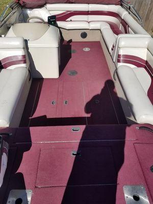 2000 Lowe Tahiti 224 deck boat for Sale in Morris, IL