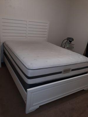 Very comfy Queen bed set for Sale in Harker Heights, TX