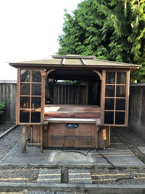 Free Hot Tub for Sale in Puyallup, WA