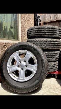 5 LIKE NEW JEEP WHEELS for Sale in Fresno,  CA