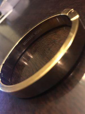 GOLD MICHAEL KORS BRACELET for Sale in Austin, TX