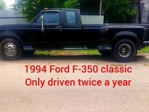 1994 Ford F350 7.3 L classic only 65k original miles automatic drive for Sale in Houston, TX