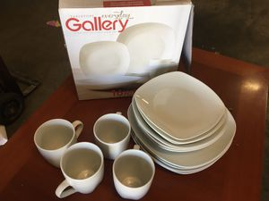 Gallery Everyday plate set with Pyrex measuring plus some for Sale in Glendora, CA