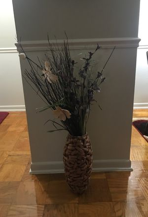 Beautiful vase and flowers for Sale in Lanham, MD