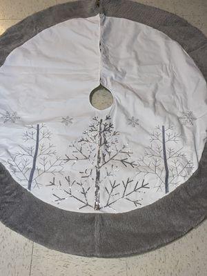 Piede árbol 🎄navideño color blanco con gris nuevo for Sale in Hanford, CA