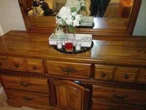 Natural oak bedroom dresser set for Sale in EASTAMPTN Township, NJ
