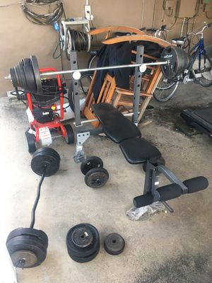 Bench press, dumbbells with assorted weights for Sale in Hialeah, FL