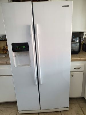 Samsung refrigerator for Sale in Lake Forest, CA