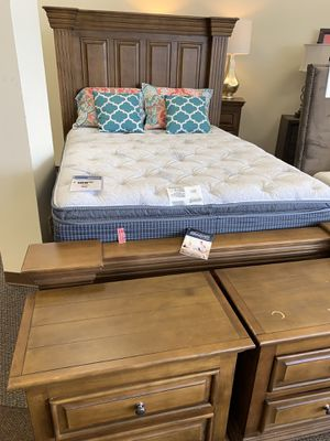 Selling Queen mattress , two night stands , headboard & dresser for 1200 . Serious inquiries only. for Sale in Houston, TX