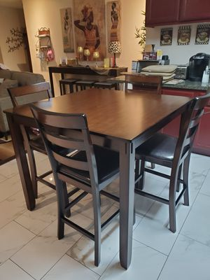 Ashley's 5 piece dining table for Sale in Montclair, CA