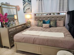 4PC King Bedroom Set (Take It Home With $39) for Sale in Las Vegas, NV