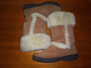 Women's uggs fury boots size 9 w euc for Sale in Rancho Cordova, CA