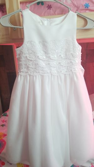 White Pearl Dresses, size 6. for Sale in East Rutherford, NJ