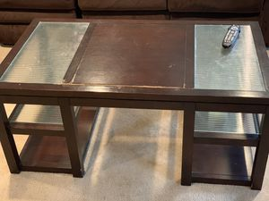 Coffee Table and 1 end table for Sale in Upper Marlboro, MD