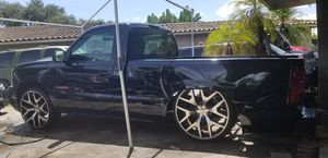 Chevy Silverado 02 for Sale in Pembroke Pines, FL