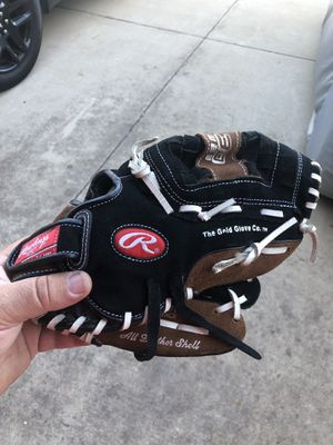 Rawlings baseball glove for Sale in Upland, CA