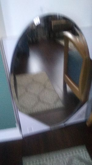 Oval mirror..great shape for Sale in Clermont, FL