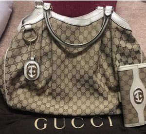 Authentic Gucci Sukey Tote with wallet. for Sale in Valrico, FL