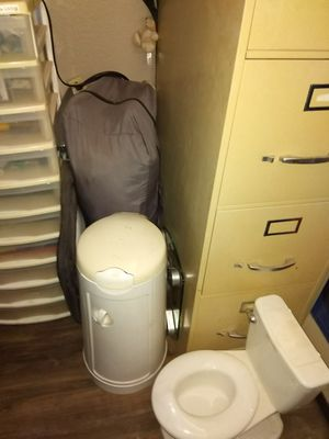 Graco pack and play crib playpen with mobile and baby changing t@ble for Sale in Chandler, AZ