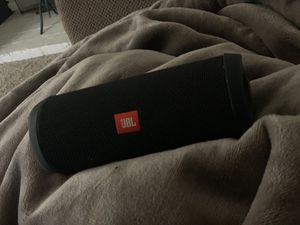 JBL Flip 4 black for Sale in Buena Park, CA