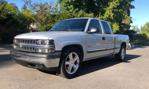 2001 Chevy Silverado Runs and drives Excellent for Sale in Boston, MA