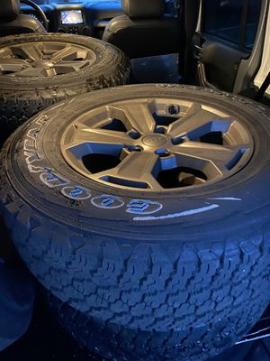 2018 JEEP Wrangler Factory Tires/Wheels (5 total) for Sale in Philadelphia, PA